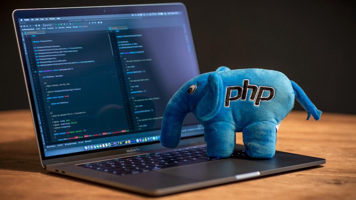 PHP elefant in top a laptop keyboard